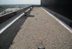 A ballasted BUR with modified-bitumen flashings over a coverboard and high R-value insulation provides a durable roof system with fire-, wind and impact-resistance. PHOTO: James R. Kirby, AIA