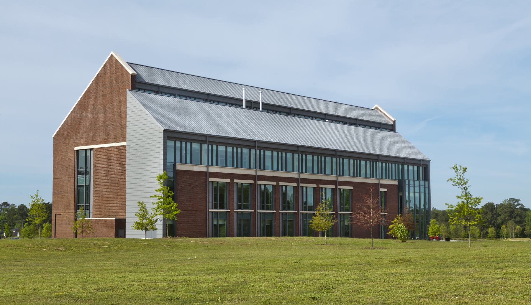A total of 40,000 square feet of interlocking zinc panels are used on the walls and standing-seam zinc panels are installed on the roof of the building to provide long-lasting durability and an impressive visual aesthetic.