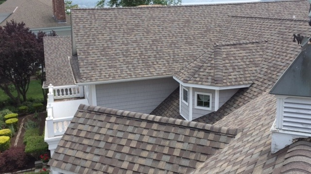 For a roof of this size and a home of this value—roughly $1.7 million—we knew we needed a very durable, reliable and proven combination of products to ensure a prolonged service life of maximum resistance to harsh weather.