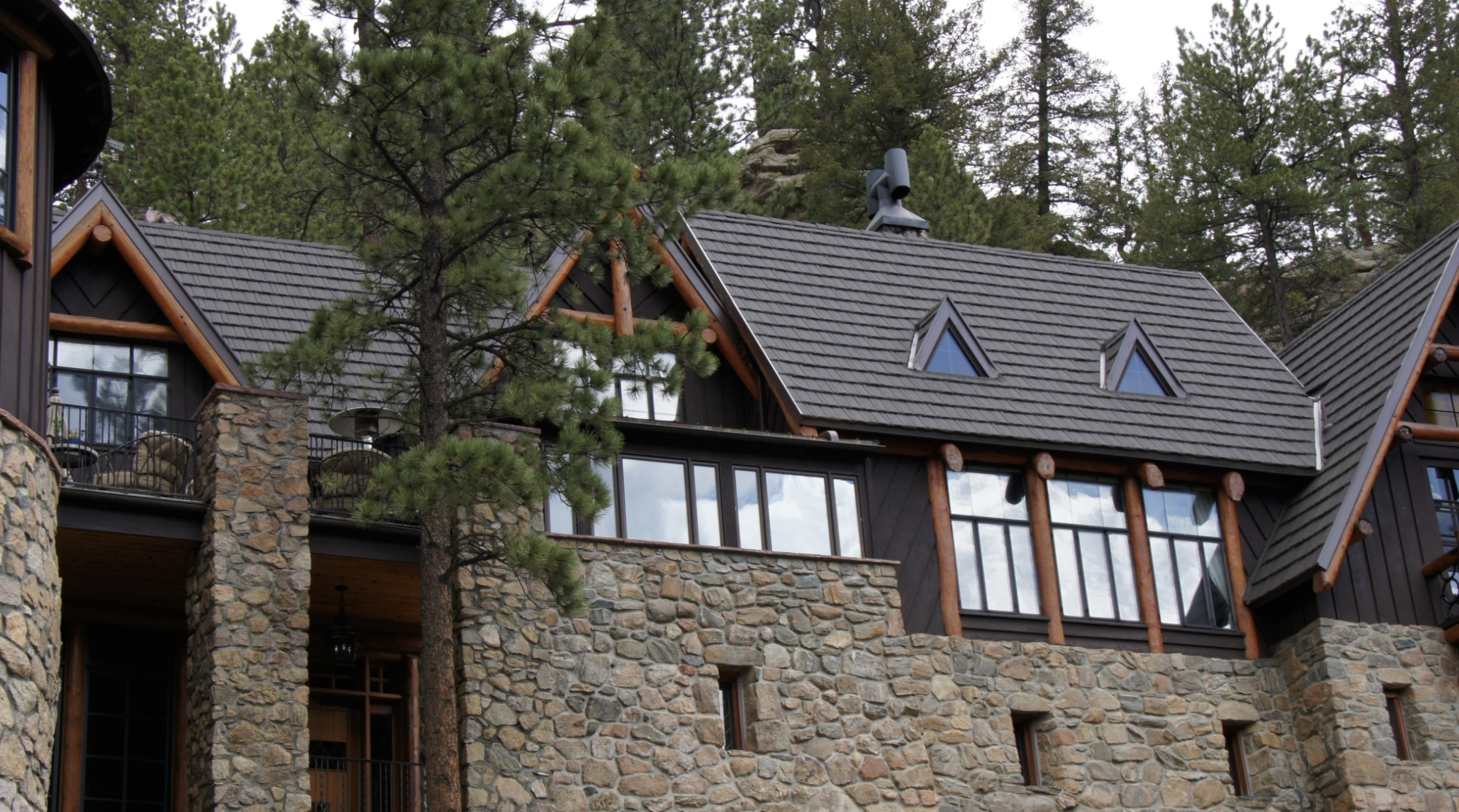 Denver-based Horn Brothers Roofing had installed a stone-coated steel roof on the owner's parents' house, and the company got the nod for this project as well.