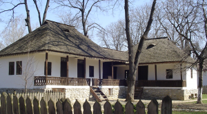 Photo 7. A dwelling in Walachia showcases rounded roof edges. Village Museum in Bucharest. Photo: Ana-Maria Dabija.